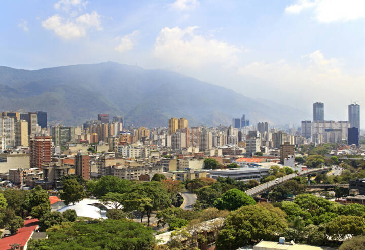 Caracas, Venezuela, http://www.shutterstock.com/de/pic-182034323/stock-photo-skyline-of-caracas-city-capital-of-venezuela.html