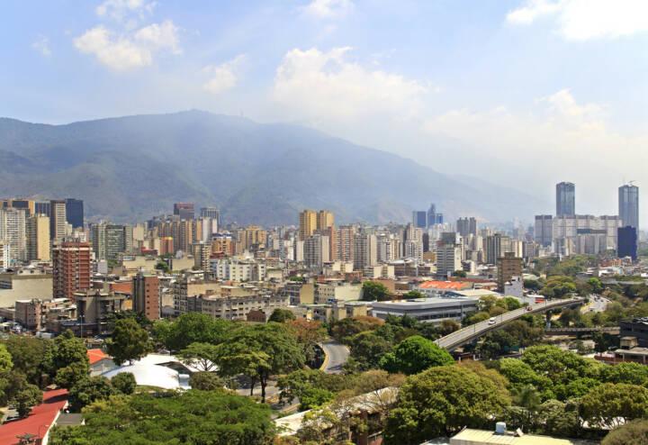 Caracas, Venezuela, http://www.shutterstock.com/de/pic-182034323/stock-photo-skyline-of-caracas-city-capital-of-venezuela.html