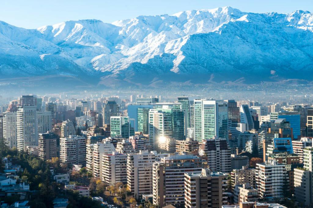 Santiago de Chile, Chile, http://www.shutterstock.com/de/pic-198592412/stock-photo-santiago-white-cityscape.html, © (www.shutterstock.com) (11.08.2014)