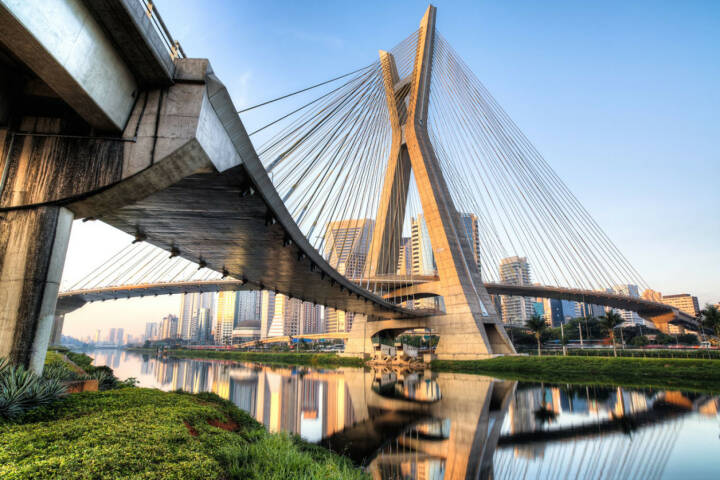 Sao Paulo, Brasilien, Octavio Frias Brücke, http://www.shutterstock.com/de/pic-152157374/stock-photo-sao-paulo-brazil-octavio-frias-bridge-south-america.html