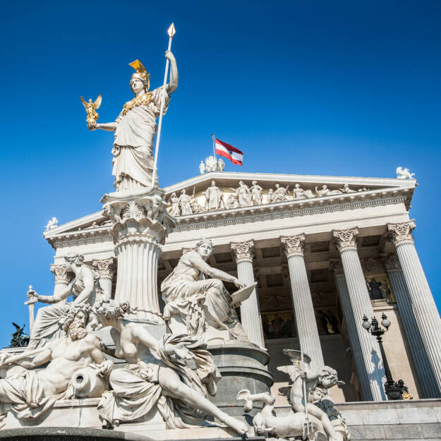 Parlament, Wien, Österreich, Pallas, Athene, http://www.shutterstock.com/de/pic-192567470/stock-photo-beautiful-view-of-austrian-parliament-building-with-famous-pallas-athena-fountain-in-vienna-austria.html , © www.shutterstock.com (13.08.2014)
