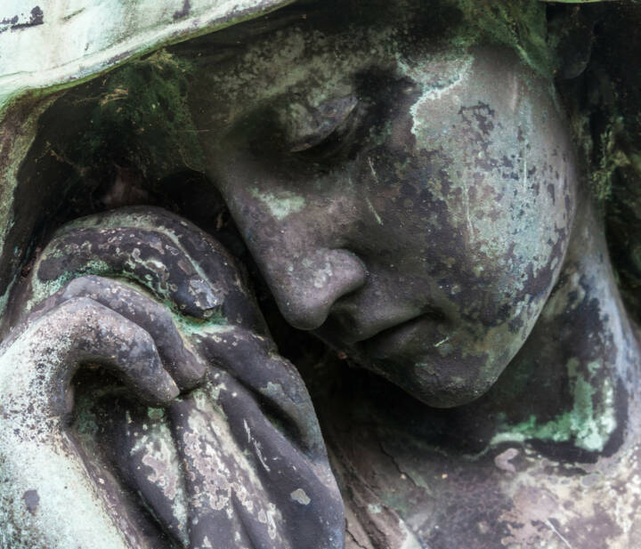 Trauer, Tod, Begräbnis, weinen, Tränen, Statue, Friedhof, http://www.shutterstock.com/de/pic-149246207/stock-photo-detail-of-a-mourning-sculpture-on-a-cemetery.html