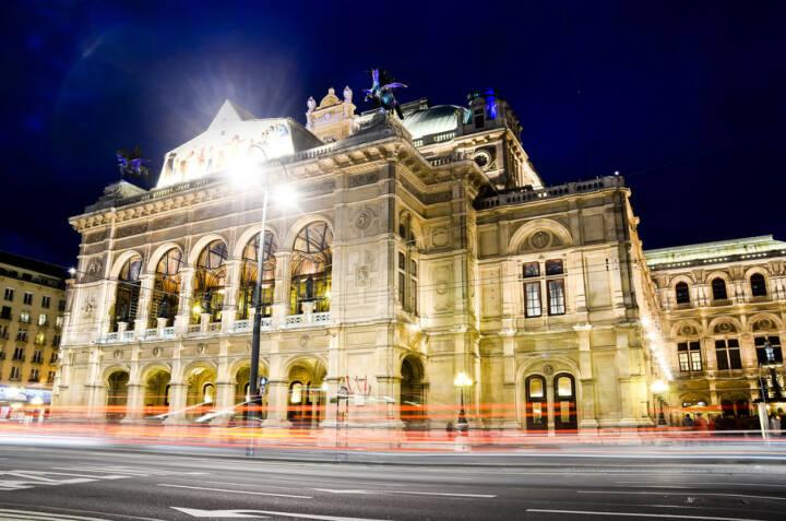 Oper, Staatsoper, Wien, Österreich, http://www.shutterstock.com/de/pic-135621317/stock-photo-night-view-at-opera.html