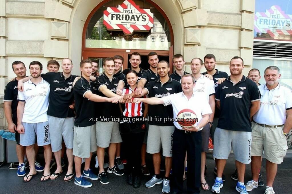 Rosinter Restaurants GmbH: T.G.I. Friday's unterzeichnet Partnerschaft mit dem österreichischen Basketball Nationalteam, © Aussendung (14.08.2014)
