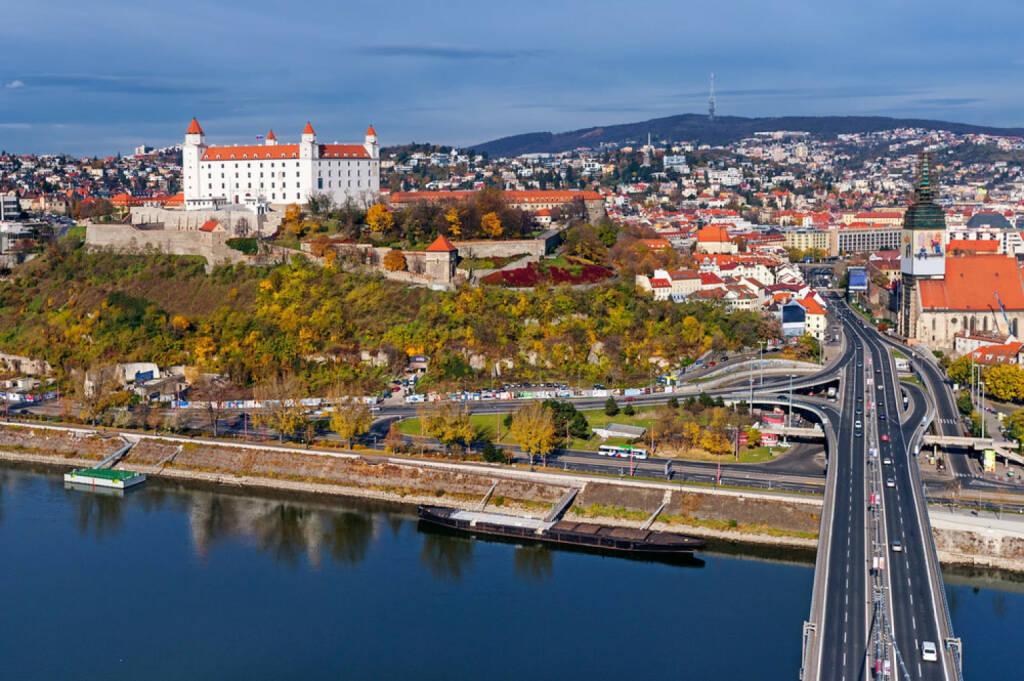 Bratislava, Slowakei, http://www.shutterstock.com/de/pic-126369593/stock-photo-bratislava-slovakia-panoramic-view-with-the-castle-and-old-town.html, © shutterstock.com (15.08.2014)