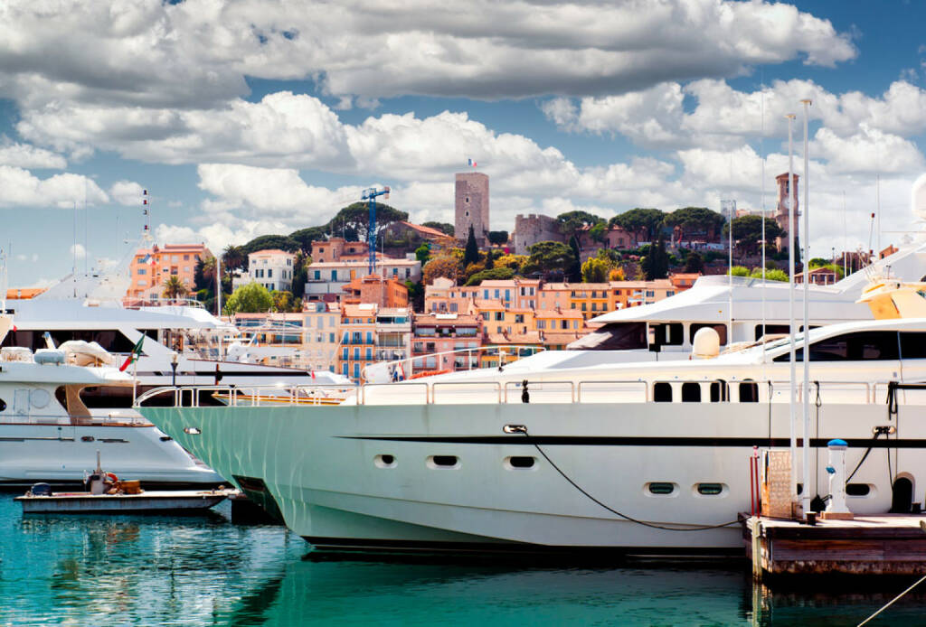 Cannes, Frankreich, Yacht, Boot, http://www.shutterstock.com/de/pic-137411216/stock-photo-view-of-le-suquet-the-old-town-and-port-le-vieux-of-cannes-france.html, © shutterstock.com (15.08.2014)