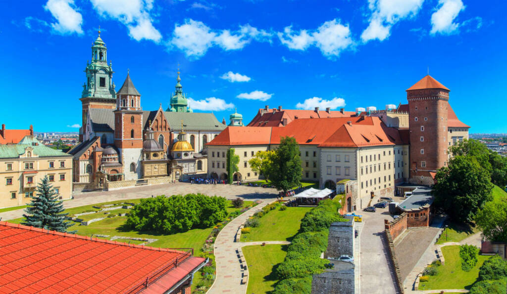Krakau, Polen, http://www.shutterstock.com/de/pic-202784245/stock-photo-a-view-of-a-wawel-castle-with-gardens-and-cathedra-cracow-poland.html, © shutterstock.com (15.08.2014)
