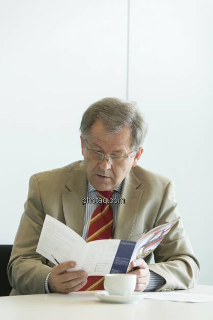 Eduard Zehetner (Immofinanz), liest, © Martina Draper (15.12.2012)