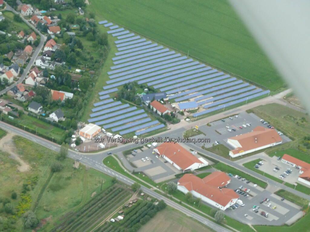 Solarparks werden bei privaten Investoren immer beliebter, Anleger setzen beim Crowdfunding verstärkt auf Sonnenenergie (Aussendung Sonneninvest), im Bild Solarpark Langenbogen Luftbild (Bild: Sonneninvest AG)  (18.08.2014)
