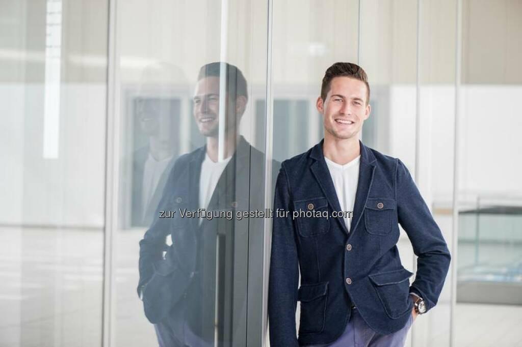 """Tim Stahl, 23, Kaufmann im Groß- und Außenhandel bei ThyssenKrupp Schulte   """"Überzeugt hat mich am Ende, das Engagement und die Wertschätzung der Führungskräfte, mit denen ich im Bewerbungsverfahren zu tun hatte. Dass ich Kaufmann im Groß- und Außenhandel werden wollte, wusste ich nach meinen Praktika schon. Aber die professionelle Betreuung zukünftiger Azubis und die Aussicht auf viel Kundenkontakt waren am Ende ausschlaggebend.""""  Source: http://facebook.com/ThyssenKruppCareer, © Aussender (19.08.2014)"""