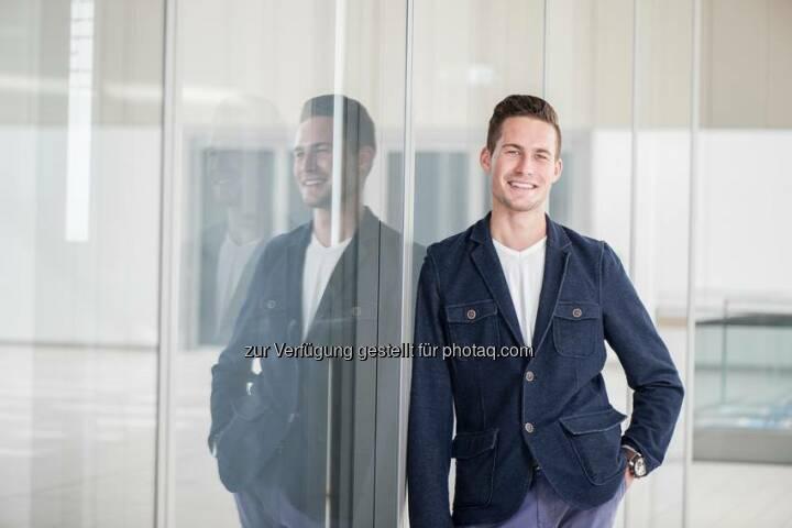 """Tim Stahl, 23, Kaufmann im Groß- und Außenhandel bei ThyssenKrupp Schulte   """"Überzeugt hat mich am Ende, das Engagement und die Wertschätzung der Führungskräfte, mit denen ich im Bewerbungsverfahren zu tun hatte. Dass ich Kaufmann im Groß- und Außenhandel werden wollte, wusste ich nach meinen Praktika schon. Aber die professionelle Betreuung zukünftiger Azubis und die Aussicht auf viel Kundenkontakt waren am Ende ausschlaggebend.""""  Source: http://facebook.com/ThyssenKruppCareer"""