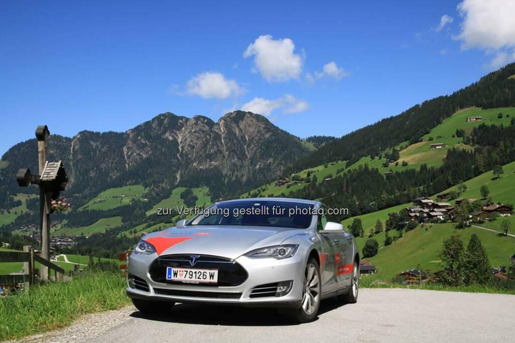 Nach einer Woche in den wunderschönen Bergen Tirols hat das Model S nun das Sheraton Fuschlsee-Salzburg Hotel Jagdhof erreicht. Registrieren Sie sich für eine Testfahrt:  www.teslamotors.com/de_DE/fullycharged  Source: http://facebook.com/teslamotors, © Aussendung checkfelix (20.08.2014)