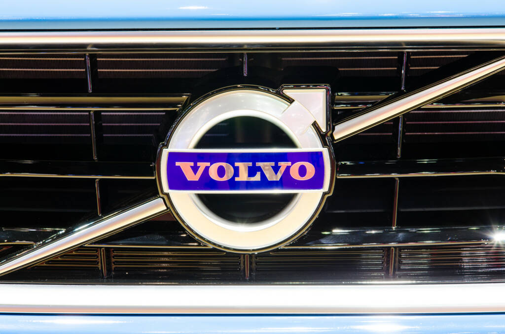 Logo, Volvo V40 <a href=http://www.shutterstock.com/gallery-694753p1.html?cr=00&pl=edit-00>Chatchai Somwat</a> / <a href=http://www.shutterstock.com/?cr=00&pl=edit-00>Shutterstock.com</a>, © www.shutterstock.com (26.09.2017)
