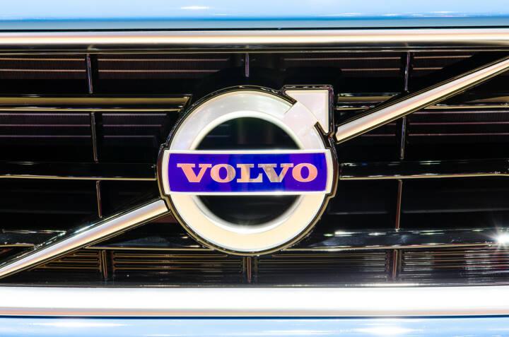 Logo, Volvo V40 <a href=http://www.shutterstock.com/gallery-694753p1.html?cr=00&pl=edit-00>Chatchai Somwat</a> / <a href=http://www.shutterstock.com/?cr=00&pl=edit-00>Shutterstock.com</a>