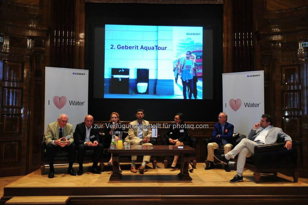 Expertenrunde mit Gerhard Buchbauer, Horst Reiner, Veronika Schöpf, Dietmar Ploberger, Petra Böhm, Otto E. Wiesenthal und Moderator Peter Agathakis (v.l.n.r.) (Bild: Geberit) (22.08.2014)