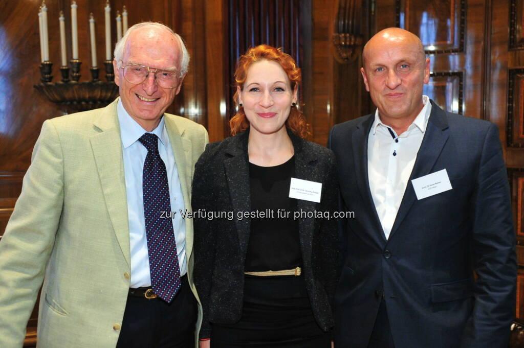 Die Geruchsforscher Gerhard Buchbauer und Veronika Schöpf mit Architekturexperte Horst Reiner (Bild: Geberit) (22.08.2014)
