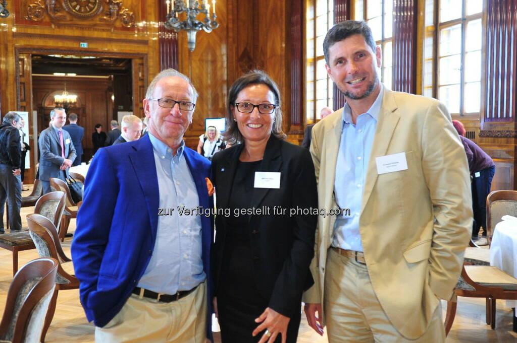 Hotelier Otto E. Wiesenthal mit Petra Böhm, Projektmanagerin bei Geberit und Dietmar Ploberger, Projektmanager bei Signa Holding (Bild: Geberit) (22.08.2014)
