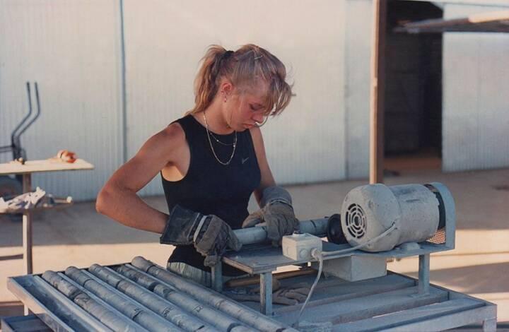 Arbeit Fabrik Drilling, Halla Gudrun Mixa