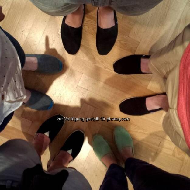 Espandrilles-Action: Die #ambuzzador Redaktion ist auch in den letzten Sommertagen #fitandSocial & stylish. :) #FitnessFriday  Source: http://twitter.com/ambuzzador, © Aussender (23.08.2014)