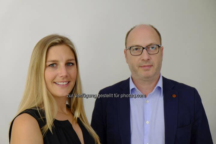 Katie Lampe, Head of Sales Operations Twitter EMEA und Florian Magistris, Geschäftsführer Httpool Austria, präsentieren Twitter-Werbung im Rahmen einer Roadshow bei Agenturen und Auftraggebern in Österreich. (Bild: Httpool)