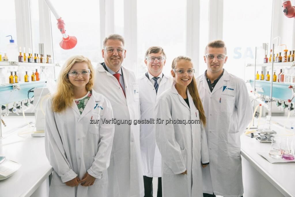 Bundesminister Rupprechter bei Sandoz in Kundl: Nachhaltigkeit ist ein Wettbewerbsvorteil (Bild: Sandoz GmbH, Novartis) (26.08.2014)