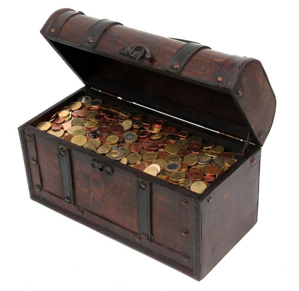 Schatzkiste, Schatz, Geld, Truhe, Besitz, Gold, anhäufen, sammeln, horten, http://www.shutterstock.com/de/pic-90122110/stock-photo-treasure-chest-with-coins.html?src=4x4MhmetWTGM4epE7aax0g-1-42 , © www.shutterstock.com (22.07.2018)