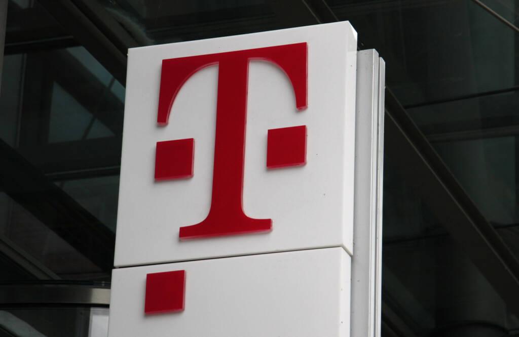 Deutsche Telekom, Logo <a href=http://www.shutterstock.com/gallery-320989p1.html?cr=00&pl=edit-00>360b</a> / <a href=http://www.shutterstock.com/editorial?cr=00&pl=edit-00>Shutterstock.com</a>, © www.shutterstock.com (27.08.2014)