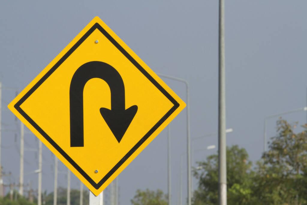U turn, umdrehen, Kehrtwende, Trendwende, wenden, zurück, retour, Start, http://www.shutterstock.com/de/pic-65694736/stock-photo-u-turn.html, © (www.shutterstock.com) (28.08.2014)