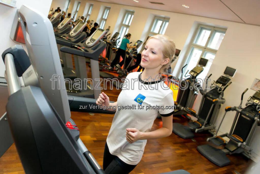 Kathrin Polster im christian-drastil.com-Shirt bei Holmes Place, ganze Diashow unter http://finanzmarktfoto.at/page/index/86 (c) Martina Draper (19.01.2013)