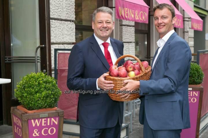 Bundesminister Andrä Rupprechter, Florian Grösswang/ GF Wein & Co: Wein & Co unterstützt österreichische Landwirte in Krisenzeiten