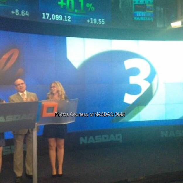 Paul Nolan and Jessie Fisher, stars of Once The Musical ring the #NASDAQ closing bell!  Source: http://facebook.com/NASDAQ (30.08.2014)