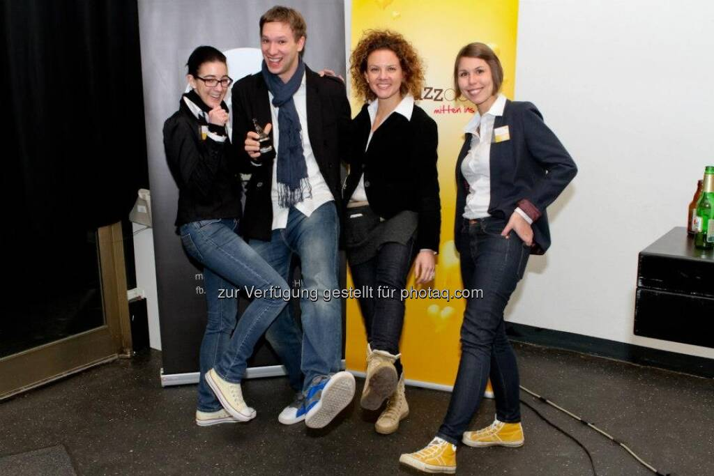 ambuzzador-Team Stephanie Ogulin, Florian Figl, Sabine Hoffmann und Barbara Hosiner bietet mit blog n' Buzz ein Programm, das die drei Aspekte des erfolgreichen Bloggens miteinander vereint: Know How, Netzwerk&Support und Business Impact. Ziel ist es, gemeinsam mit Publishern, Unternehmen und Konsumenten an einem Business Model zu arbeiten und die BloggerInnen Szene langfristig zu entwickeln und zu supporten (20.01.2013)