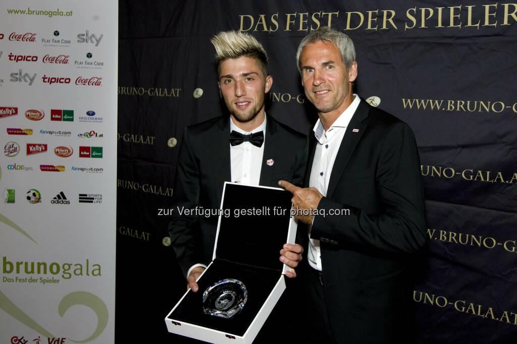 Kevin Kampl (FC Red Bull Salzburg) Spieler der Saison, Michael Konsel (Bild: Bildagentur Zolles/ Martin Steiger) (31.08.2014)