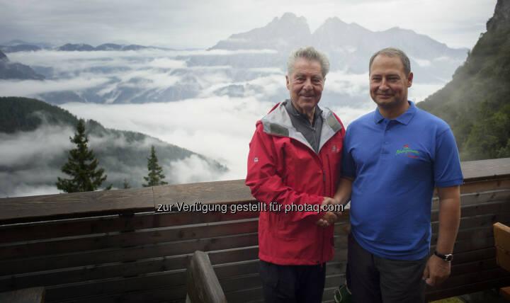 BP Heinz Fischer und Andreas Schieder (Bundesvorsitzender der Naturfreunde) auf Bergtour zum Buchsteinhaus der Naturfreunde (Bild: Peter Lechner/HBF)