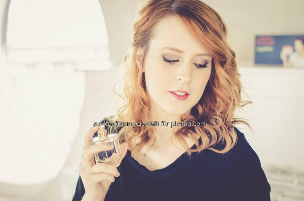 Anna Frost: LR Health & Beauty Systems startet online durch und launcht in Kooperation mit Top Fashion- und Beauty-Bloggerin Anna Frost den gleichnamigen Duft (01.09.2014)