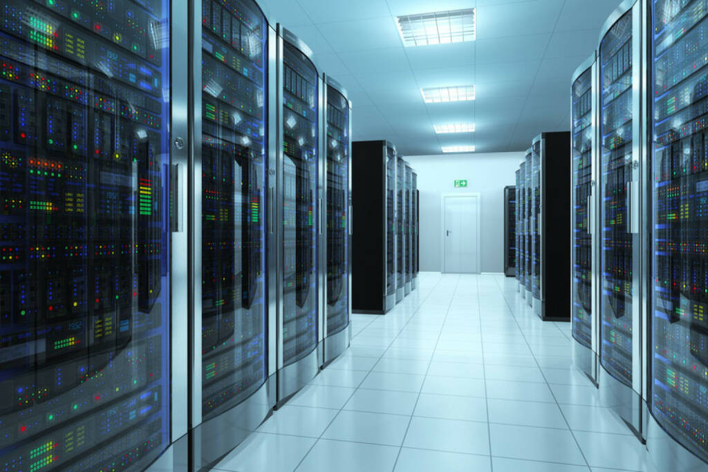Server, Daten, Speicherung, speichern, Information, Lager, Hard Drive, Festplatte, Zentrale, Sicherheit, http://www.shutterstock.com/de/pic-175556768/stock-photo-modern-network-and-telecommunication-technology-computer-concept-server-room-in-datacenter.html  (29.06.2017)