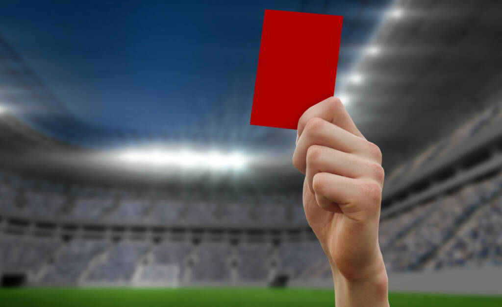 rote Karte, rot, stop, nein, negativ, schluss, aus, Ende, http://www.shutterstock.com/de/pic-198415349/stock-photo-hand-holding-up-red-card-against-football-stadium.html, © www.shutterstock.com (21.09.2018)