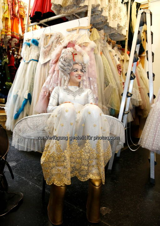 ART for ART Theaterservice GmbH: Kostüm-Flohmarkt in der Volksoper