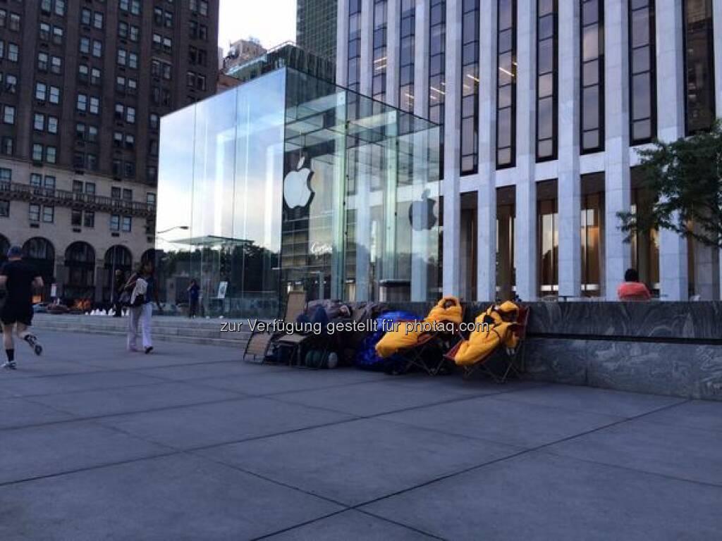 EINLADUNG zu unserer Live Expertenrunde: Das Apple Event des Jahres! Wir konferieren mit IT-, Chart- und Fundi-Experten im Live-Webinar, meldet euch gleich an!  http://www.godmode-trader.de/webinare-und-seminare/detail/event,12835  Source: http://twitter.com/godmodetrader (04.09.2014)