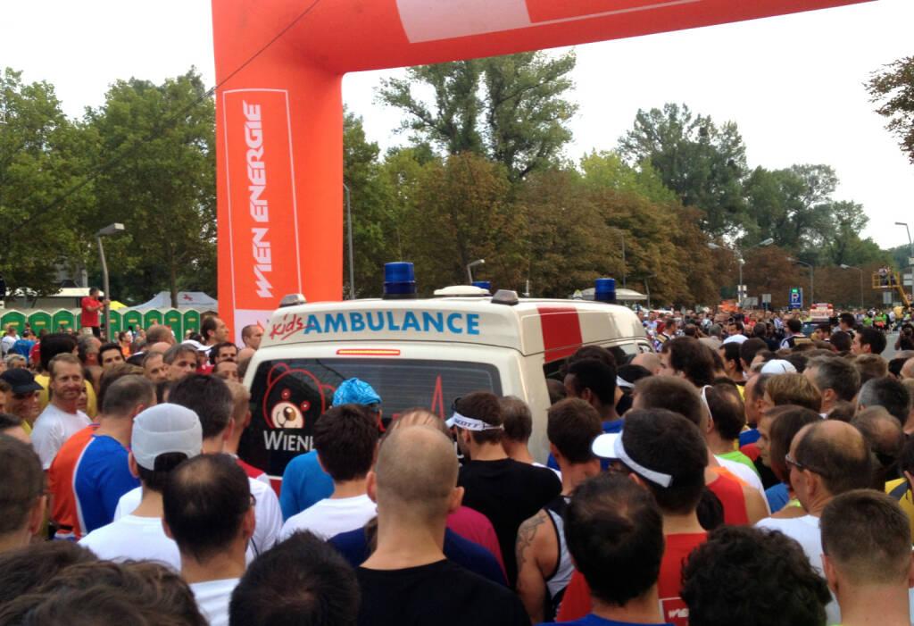 Rettungsgasse, Ambulanz beim Wien Energie Business Run 2014 (04.09.2014)