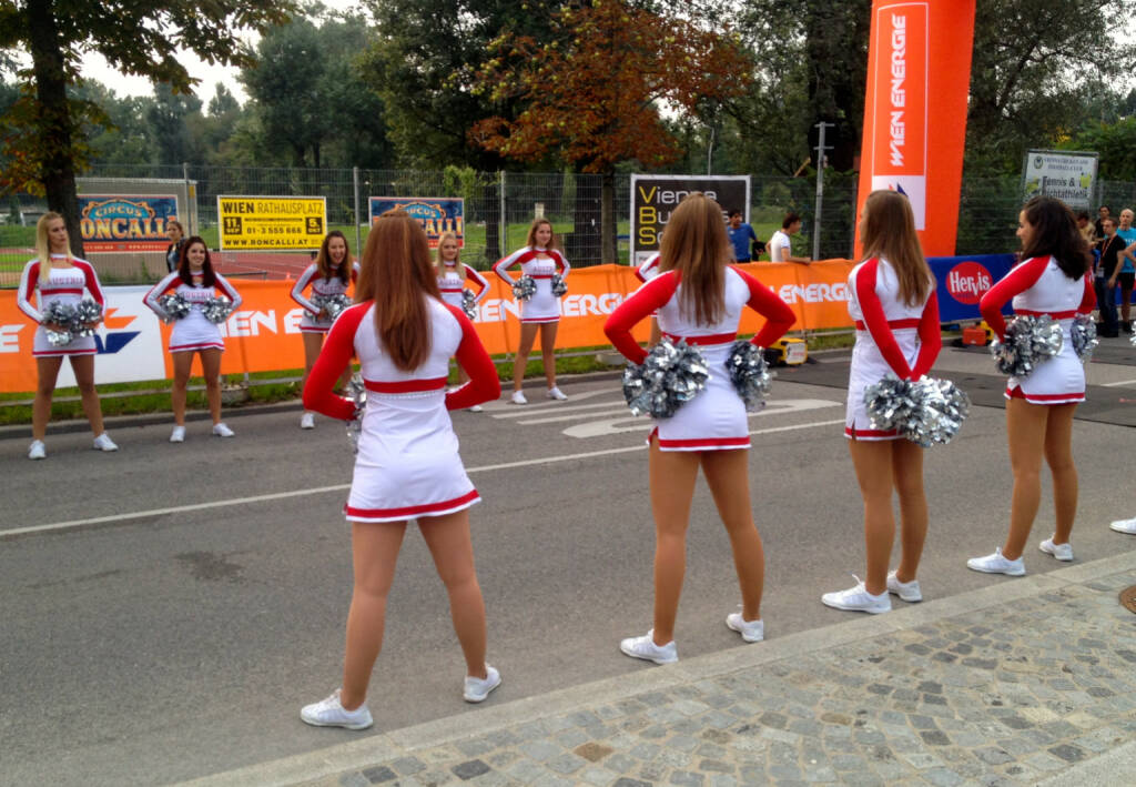 Cheerleaderinnen beim Wien Energie Business Run 2014 (04.09.2014)
