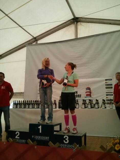 Stella Julia Hatzl (re.), Konzernkommunikation Immofinanz, wurde beim Podersdorf Triathlon 3. in ihrer Altersklasse, © Diverse  (07.09.2014)