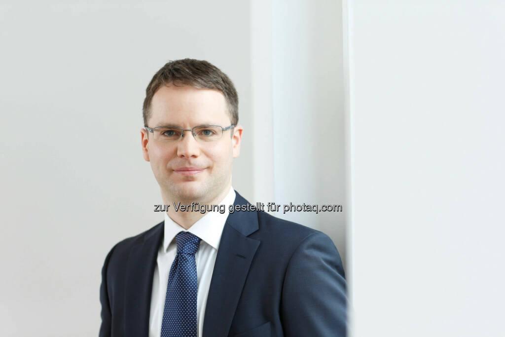 """Moritz Rehmann, Gamax-Portfoliomanager: iPhone 6: Die Einführung eines mobilen Bezahlsystems über das iPhone 6 verspricht ein ähnliches Potential wie der Start der Musikplattform iTunes vor 13 Jahren.Weit wichtiger als neue Hardware-Komponenten ist dabei der Mehrwert, den der US-Technologiekonzern über die 'inneren Werte' schafft"""", sagt Moritz Rehmann, Portfoliomanager des GAMAX Funds Junior und Experte für das Investment in international starke Marken: """"Die Software ist in Sachen Bedienerfreundlichkeit, Wartung und Performance nach wie vor State of the Art."""" Trotz vergleichsweise hoher Preise sei die Kundenbindung daher hoch – viele Besitzer gerade älterer iPhone-Modelle wollten nun das neue Modell., © Aussendung (09.09.2014)"""