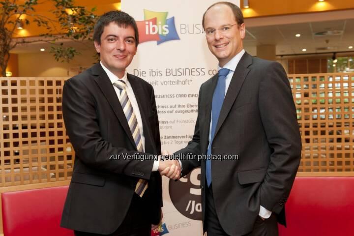 Frank Schedler, Director IT Central Europe Accor, und Olivier Martens, Vice President B2B UPC Austria: UPC Business vernetzt heimische Accor Hotels