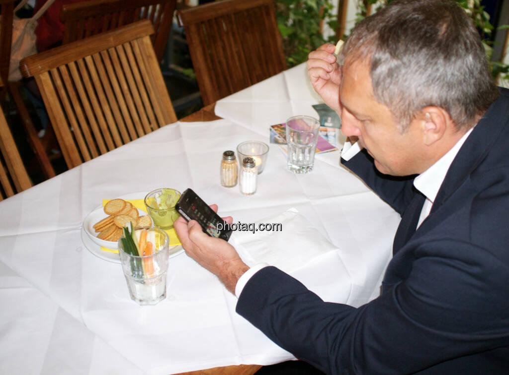 Friedrich Kiradi (Merit) checkt die App von http://www.runplugged.com (11.09.2014)