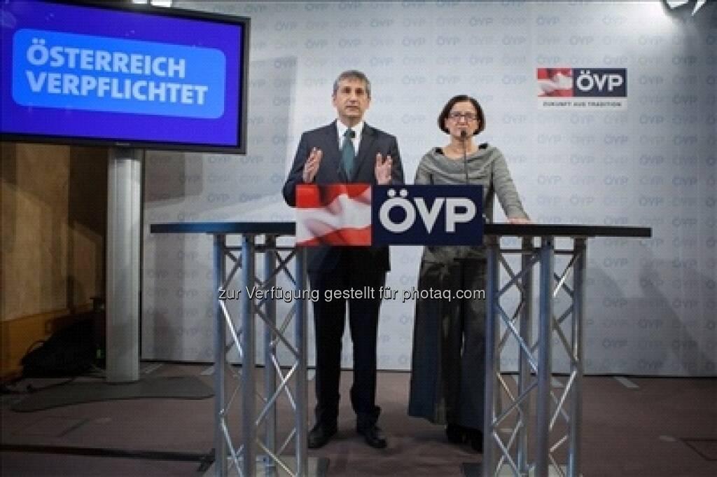ÖVP-Chef Michael Spindelegger und Innenministerin Johanna Mikl-Leitner bei einer gemeinsamen Pressekonferenz zum Thema Wehrpflicht-Reform (c) ÖVP  (24.01.2013)