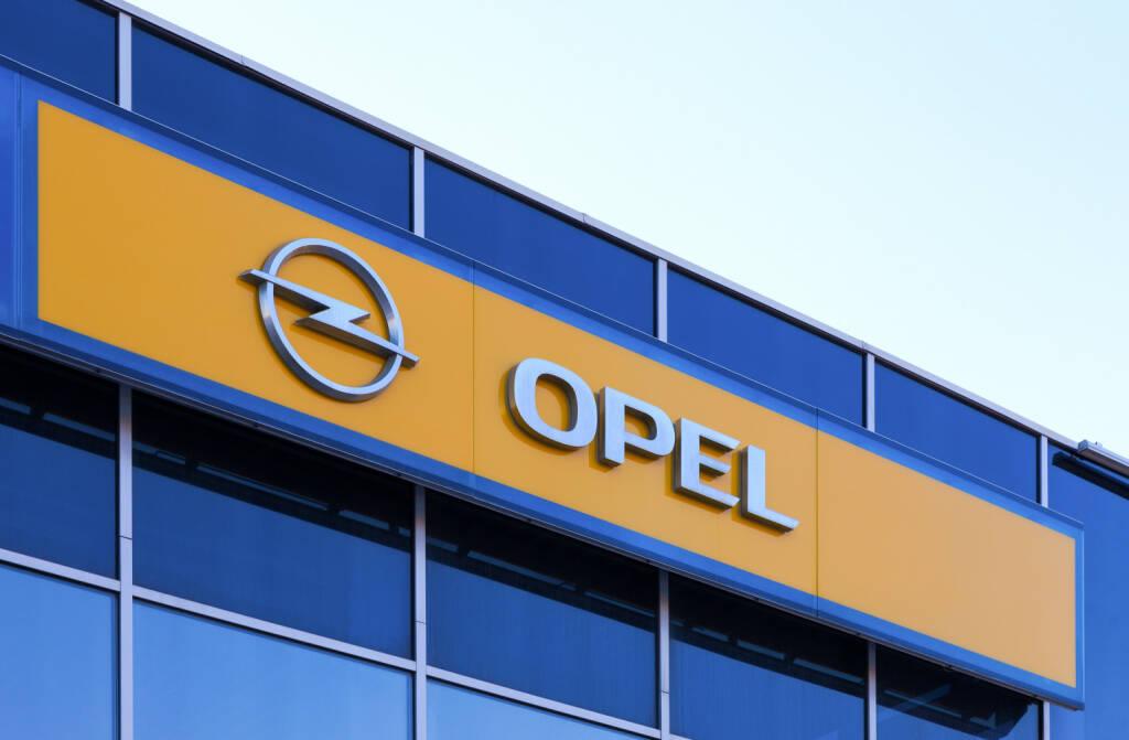 Opel Schriftzug, Logo <a href=http://www.shutterstock.com/gallery-365671p1.html?cr=00&pl=edit-00>FotograFFF</a> / <a href=http://www.shutterstock.com/editorial?cr=00&pl=edit-00>Shutterstock.com</a>, © www.shutterstock.com (11.09.2014)
