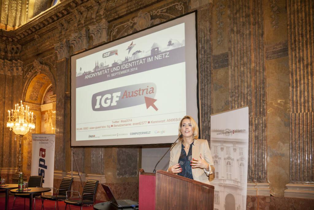 Sonja Steßl, Staatssekretärin für Verwaltung und Öffentlichen Dienst eröffnet die von der ISPA in Kooperation mit dem Bundeskanzleramt durchgeführte Veranstaltung IGF Austria / ISPA Internet Summit. (13.09.2014)