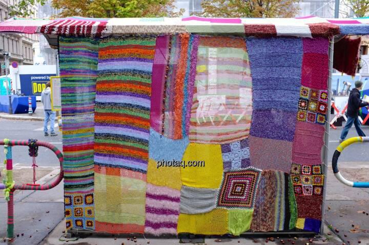 Busstation, eingestrickt, Streetlife Festival 2014