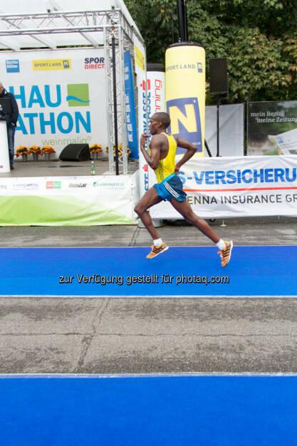 Langat Robert, 3. Platz Halbmarathon Herren, Wachau Marathon 2014, © Milena Ioveva  (14.09.2014)